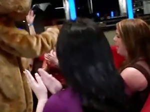Club Sucking on women gon bad