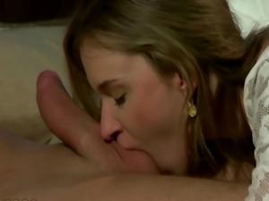 Babe enjoys treating her boyfriends manhood orally