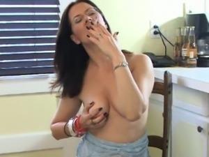 Smoking mature brunette mina finger play her kitty