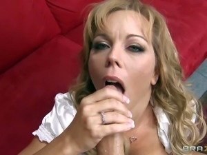 Amber Lynn Bach is overwhelmed with sexual excitement. James Deen