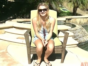 Hot interview with an amazing blonde chick Natalia Starr, shes telling all of...