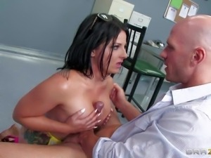 Black haired tempting secretary Casey Cumz with long whorish nails and juicy...