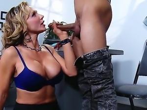 Wrexxx Kidneys buries his throbbing tool in alluring Nikki Sexxs chocolate...