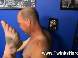 Hot twink Hippie man Preston Andrews can't help but admire the chunk of