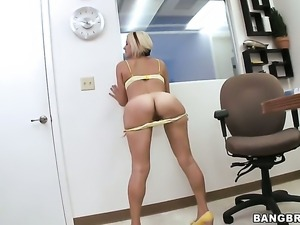 Jasmine Jolie with phat butt gets her lovely face painted with man semen