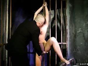 Blonde vixen Vanda Lust gives unthinkable oral pleasure to hard dicked guy by...