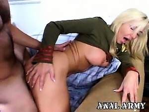 Beauty blonde army strumpet Lisa Lee masturbating her pink