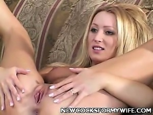 Mature Wife Diddling Her Cunt