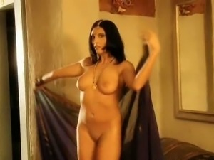 Busty indian beauty shows her titties