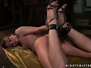 Blonde Rebecca Contreras gets her cunt stretched by lesbian Sinead