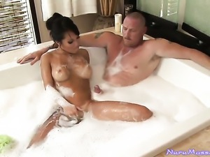 Asian Asa Akira milks snake with her hot lips