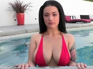 Queen of tits in the pool