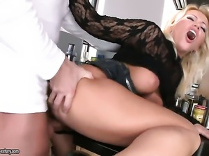 Blonde Sarah Simon enjoys another hardcore anal session