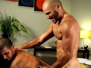 Muscled amateur hunks rough butt fucking