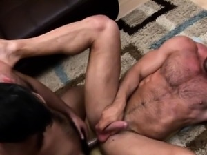 Muscle bear cumshot while riding
