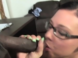 Femdom babe face sits on loser