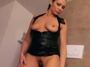 Hot Jennifer Max solo play