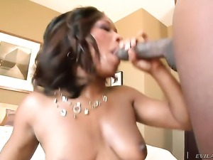 African Imani Rose looking for a chance to get orgasm after hard interracial...
