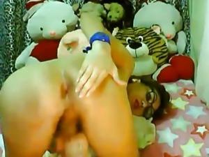 Nerdy Tranny Masturbate her Cock