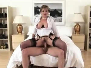 Lady Sonia gets facial after fuck