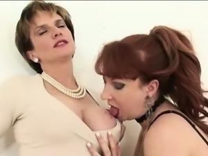Lady Sonia sucks lesbians tits
