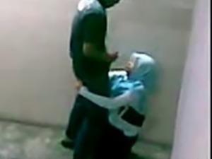 malay-skodeng awek tudung hijab kat tangga