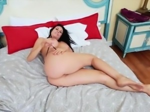 Sexy chick Sheila Marie opens her juicy pussy
