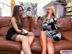 Big boobs blonde milf Nikki Benz crazy threesome sessio