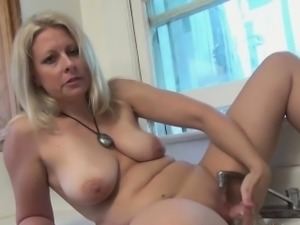 Zoey Lets the Faucet Run Over Her Clit