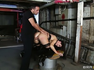 India Summer does her best to make hard dicked guy Keiran Lee cum in steamy...