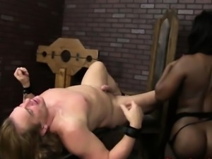 Ebony booty babe sucking white meat