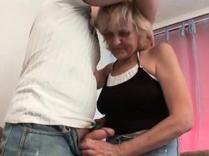Blow your load on mom\'s face