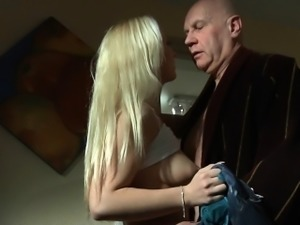 Old man fucking his much more younger blonde girlfirend