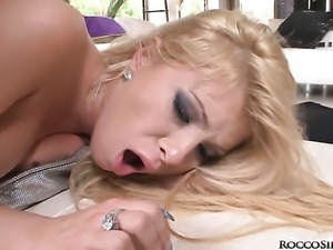 Rocco Siffredi fucks Donna Bell as hard as possible in anal action