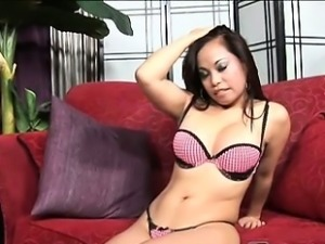 Alonna is a half Filipino, half Hawaiian lady who\'s