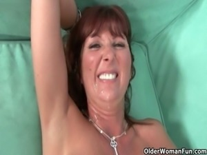 Shoot your cum in her mouth free