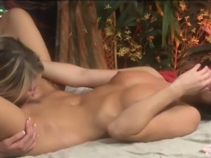 Teen girl Heather Starlet and sexy milf India Summer licking