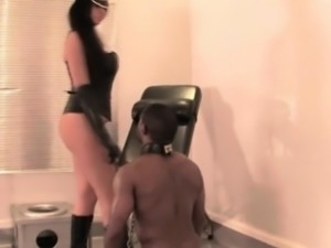 Leatherclad mistress licked out by her sub