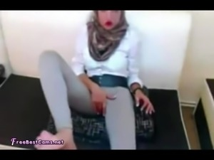 Sexy Arab Hijab Wife Masturbates In Leggings