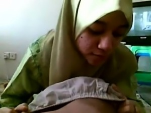 Muslim wife sucks a cock