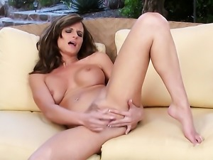 Daisy Lynn with massive breasts and hairless pussy satisfies her sexual needs...