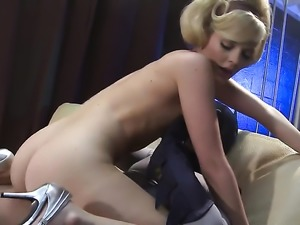 Alexis Texas enjoys guys thick hard love wand in her warm mouth