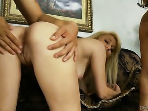 David Loso gets pleasure from fucking eye-popping Mellanie Monroes face