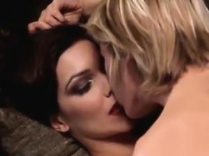 Naomi Watts Lesbian Sex Scenes!