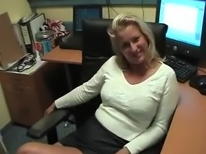 Blonde bazin neukt stagiair