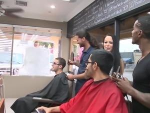 flashing outside the barber shop @ season 4, ep. 1 0
