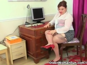 British milf Vintage Fox needs getting off