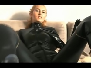 Femdon im latex catuit