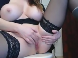 hot busyt babe makes herself squirt on cam omegle