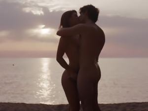 Engaging partners get erotic-wild by the sea shore
